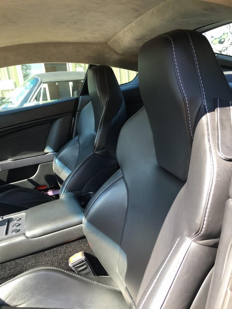 Aston Martin V8 Vantage (2006) interiors