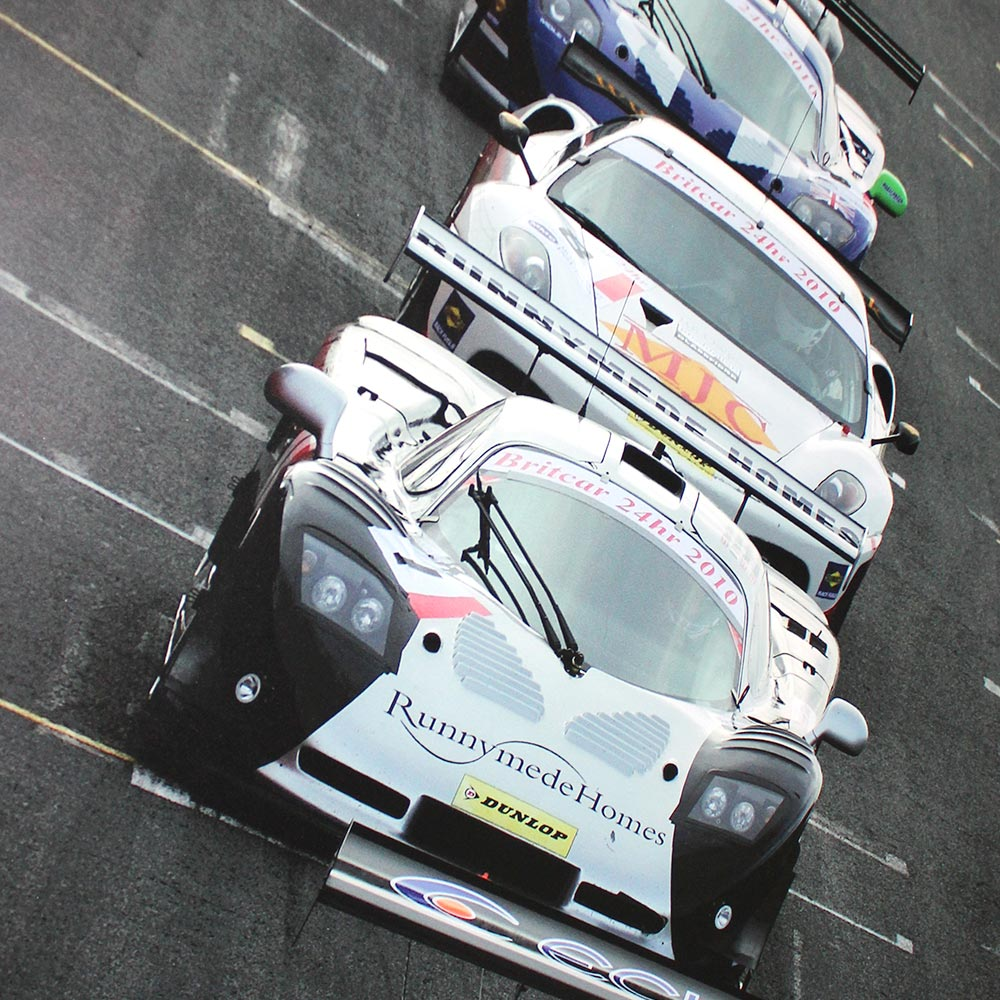 topcats racing white and black mosler mt900 midrace