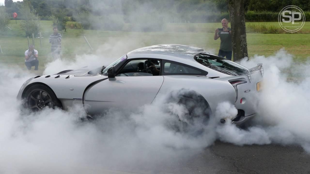 tvr sagaris mid burn out at topcats racing